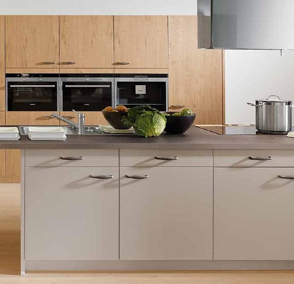 Novel Küchen | Fronten in Holzdekor und Lack